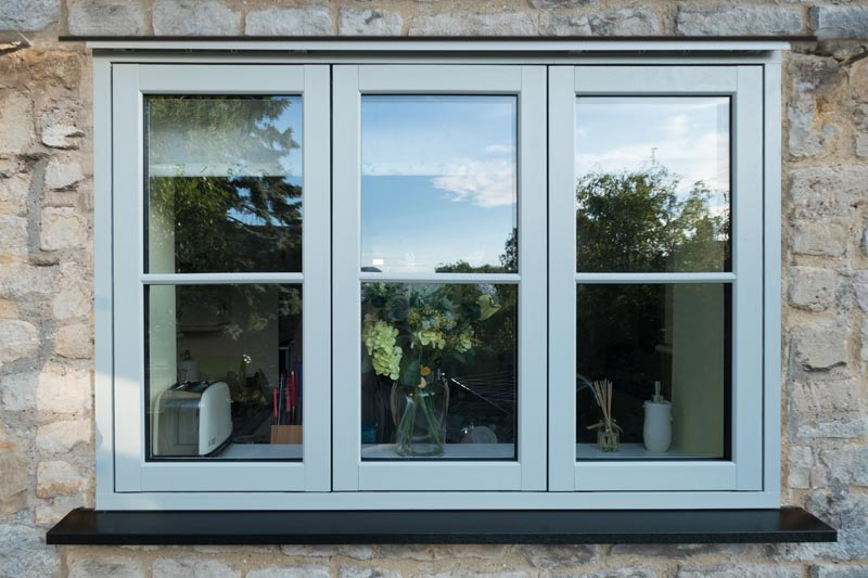 External shot of a Flush 70 window with Zero sighltine mullion